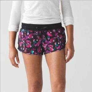 Lululemon Hotty Hot Short in Mini Midnight Bloom